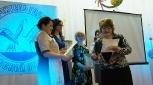 Н.В.Фирюлина вручает награды профессионального жюри