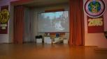 Сцена гимназии №2 в ожидании очаровательных талантливых конкурсанток